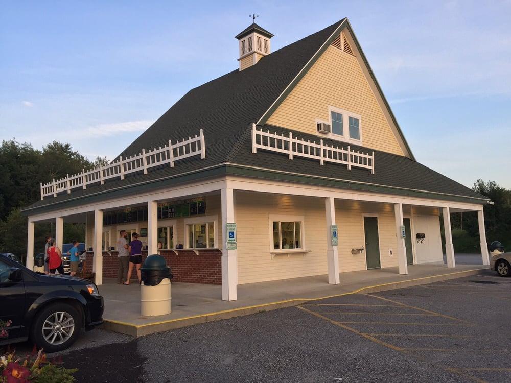 Gifford's Famous Ice Cream: 910 Minot Ave, Auburn, ME