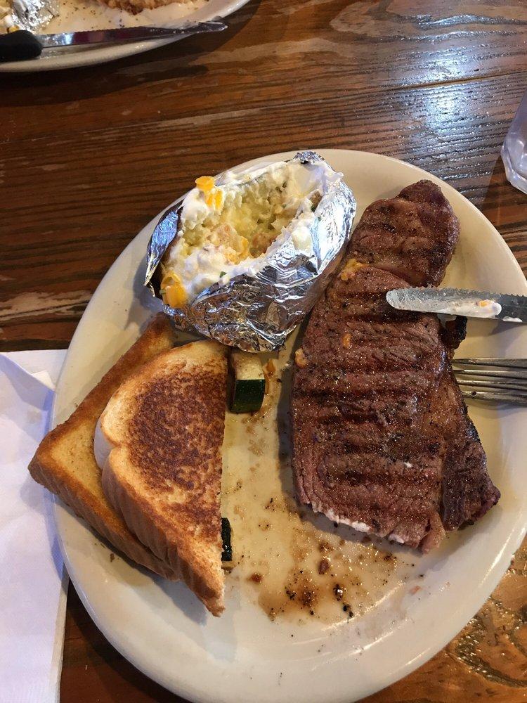 Beefmaster Steakhouse: 1608 N Broadway St, Ballinger, TX