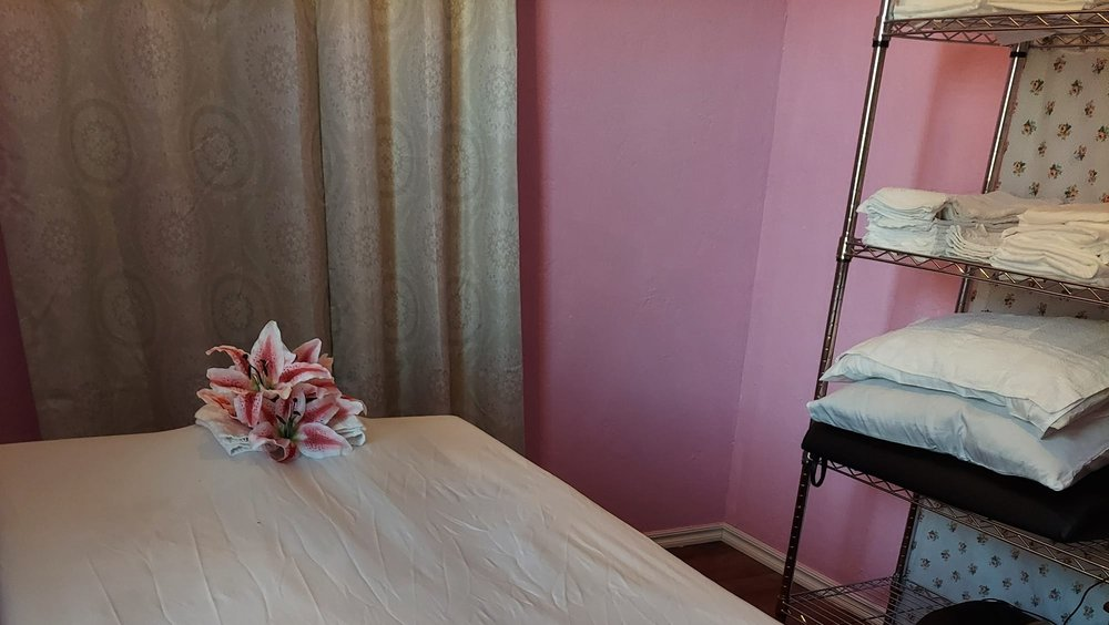 Sunny's Therapeutic Massage: 211 E Broadway, Altus, OK