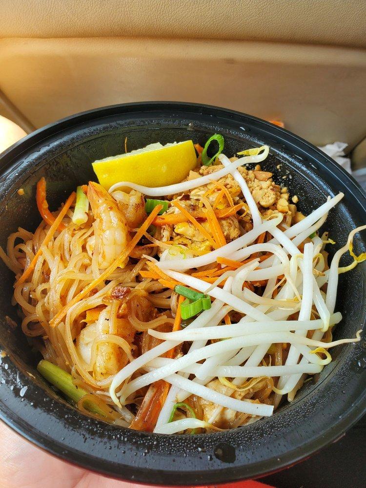 Tuk Tuk Thai Food: 254 Shore Rd, Monument Beach, MA