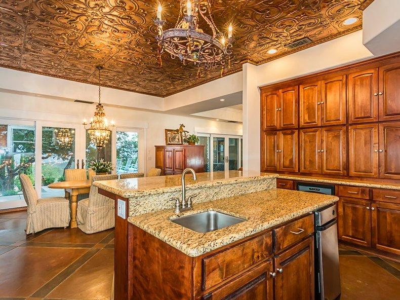 Bee Rock Homestead: 4080 Interlake Rd, Lake Nacimiento, CA