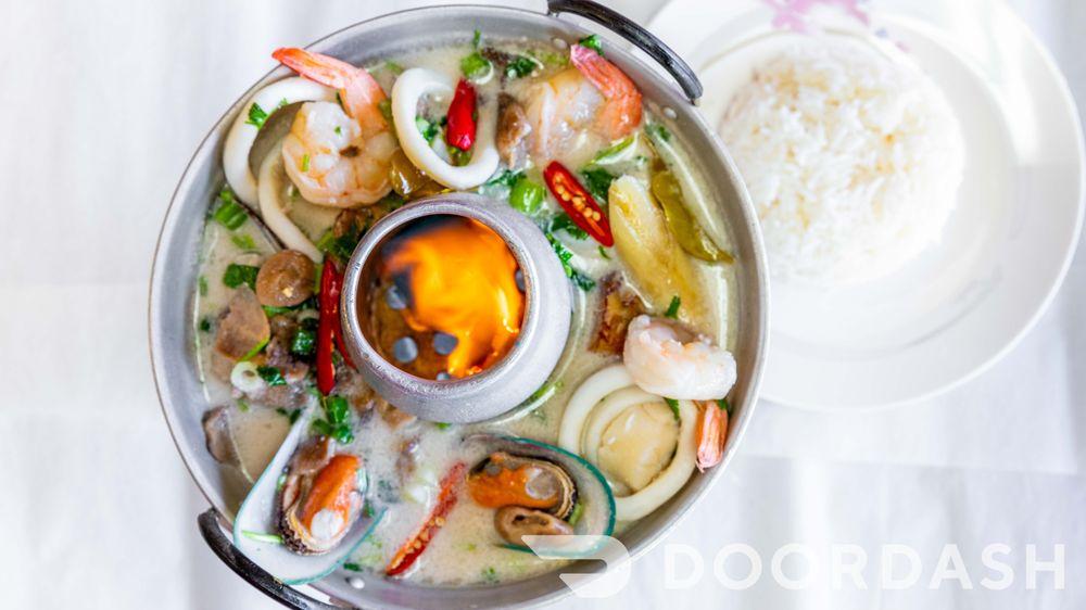 Chow Thai  Restaurant: 4022 Central Avenue NE, Columbia Heights, MN