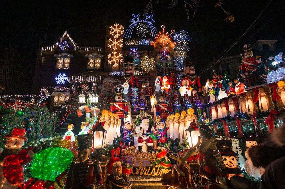 Dyker Heights Christmas Lights: 12th Ave & 84th St, Brooklyn, NY