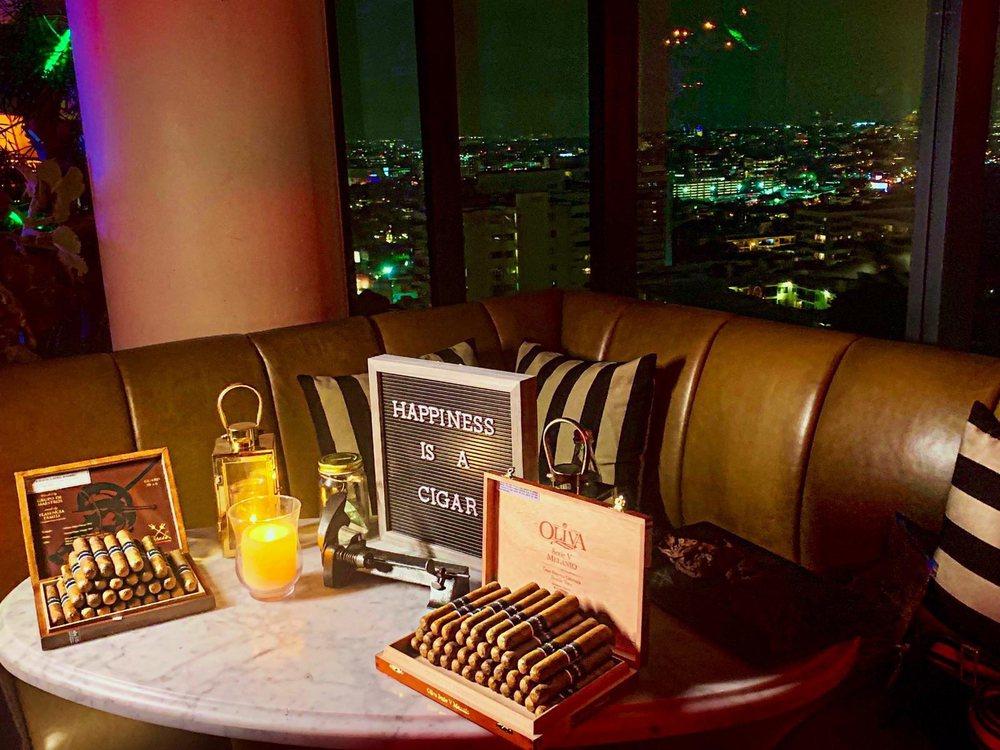 Cigar Chicas: Los Angeles, CA