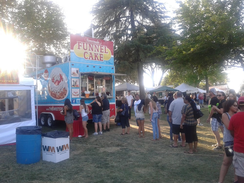 Beaumont (CA) United States  city images : Photo of Beaumont Cherry Festival Beaumont, CA, United States. Line ...
