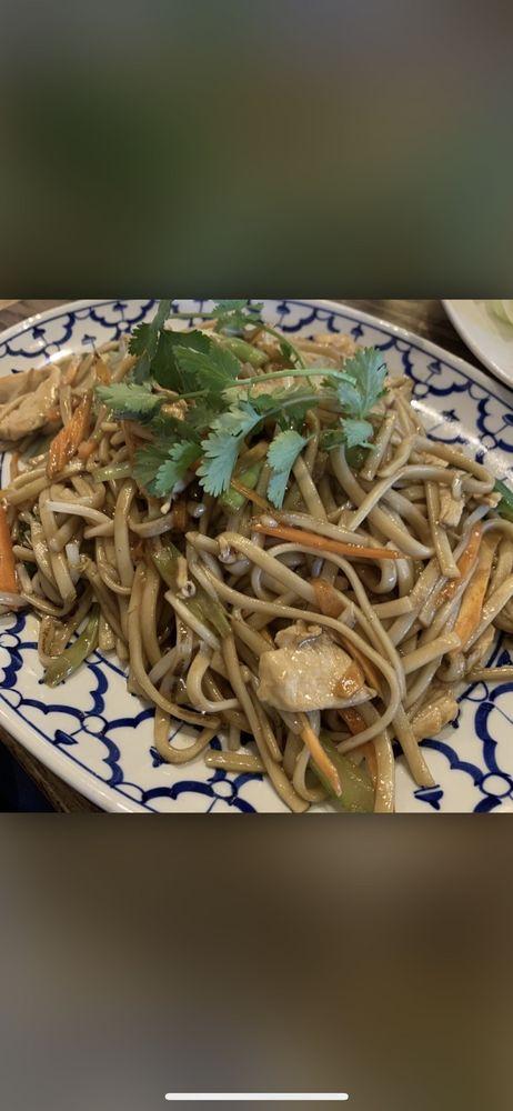 Food from Yaya's Thai Fusion