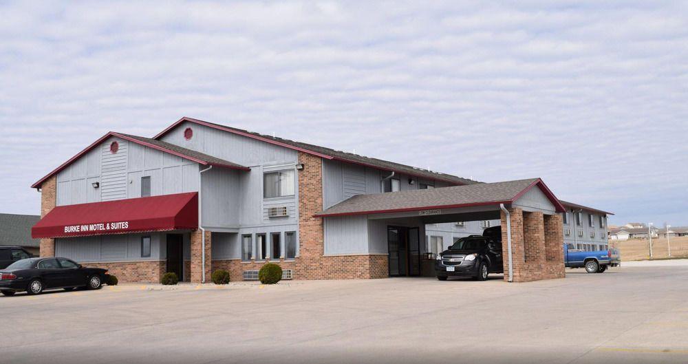 Burke Inn Motel & Suites: 1225 Plaza Dr, Carroll, IA