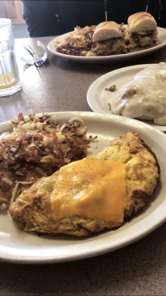 Niemi's Rosebud Cafe: 18 S Woodard Ave, Absarokee, MT