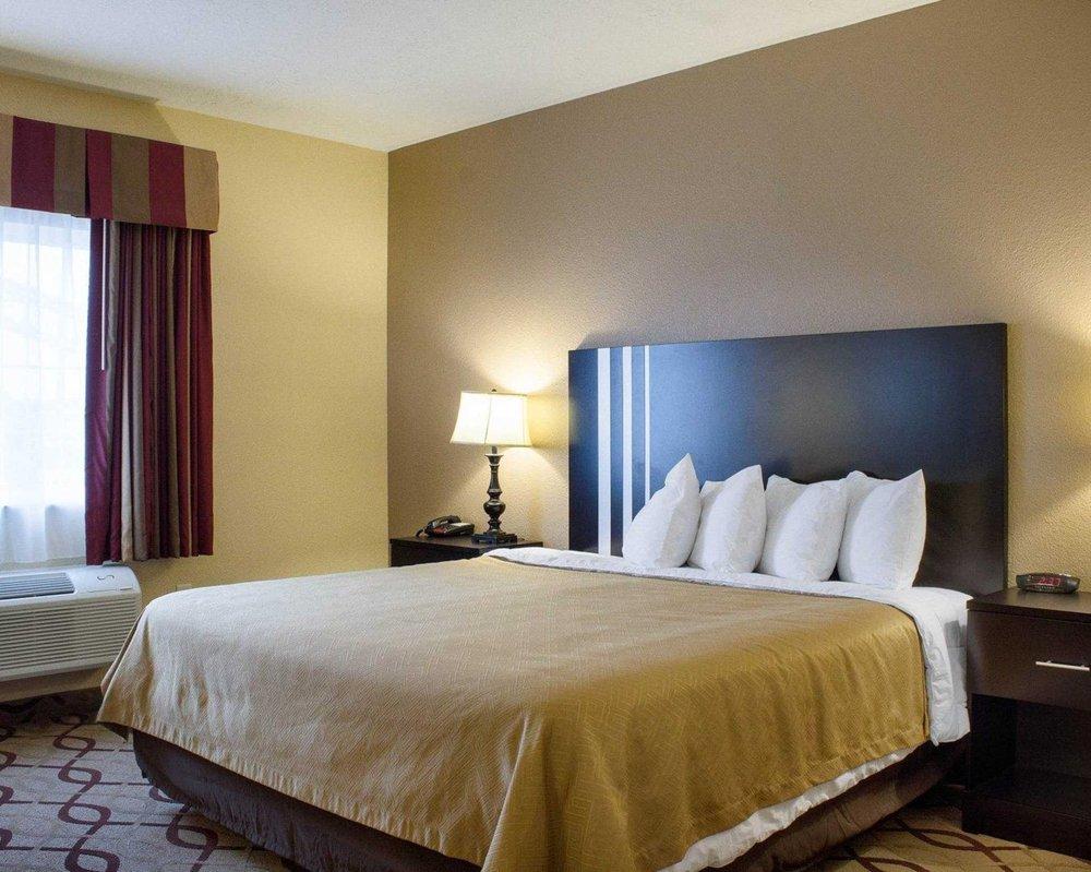 econo lodge 16 photos hotels 611 w 23rd st yankton sd