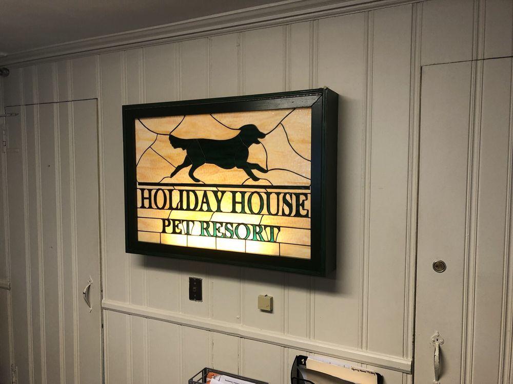 Holiday House Pet Resort & Training Center