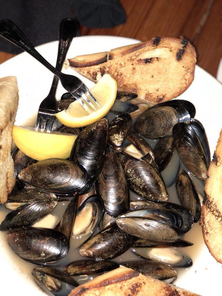 Maine Street Coastal Cuisine: 24 W Main St, Cartersville, GA