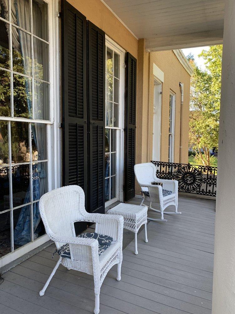 Cedar Grove Mansion Inn & Restaurant: 2200 Oak St, Vicksburg, MS
