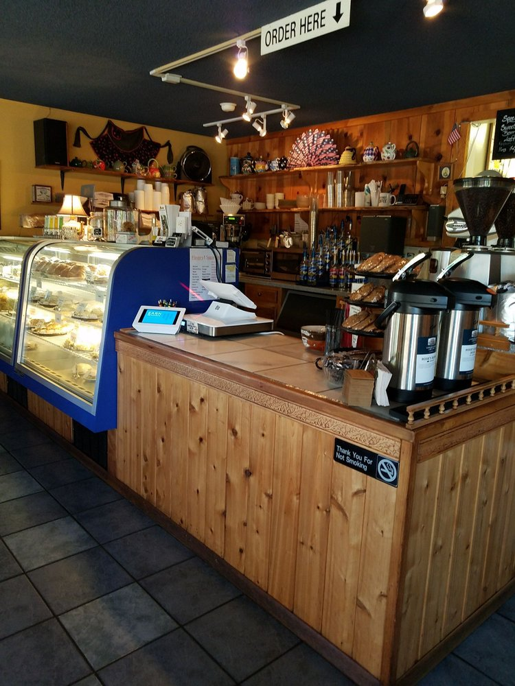 Rosie's Mountain Coffee House: 647 Santiam Blvd, Mill City, OR