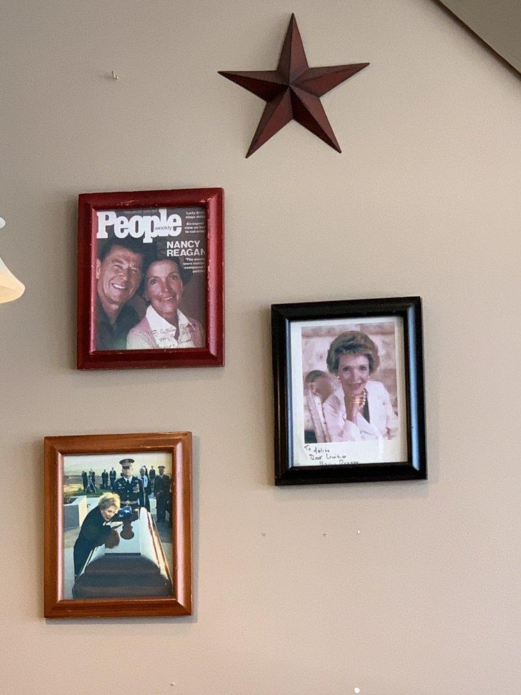 Kenny's Homecooking: 2801 Wade Hampton Blvd, Taylors, SC