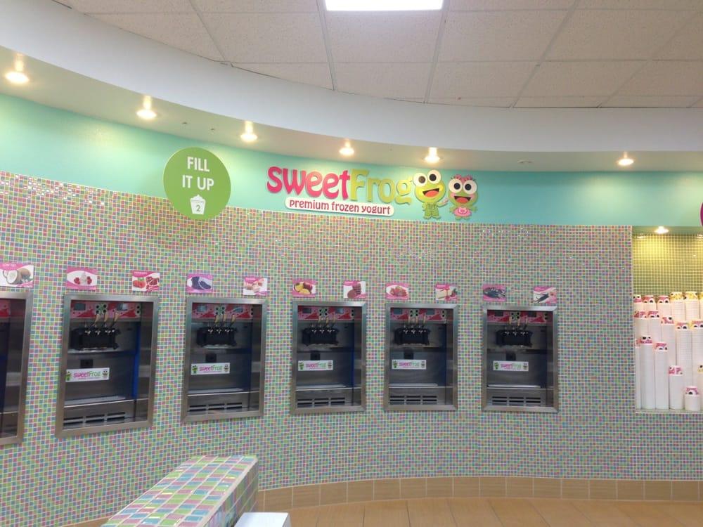 Sweet Frog Premium Frozen Yogurt: 1646 Cd West Henderson St, Cleburne, TX