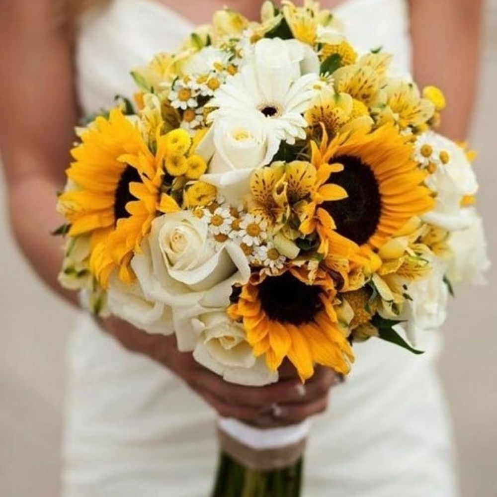 Mary's Flowers: 443 San Benito st, Hollister, CA