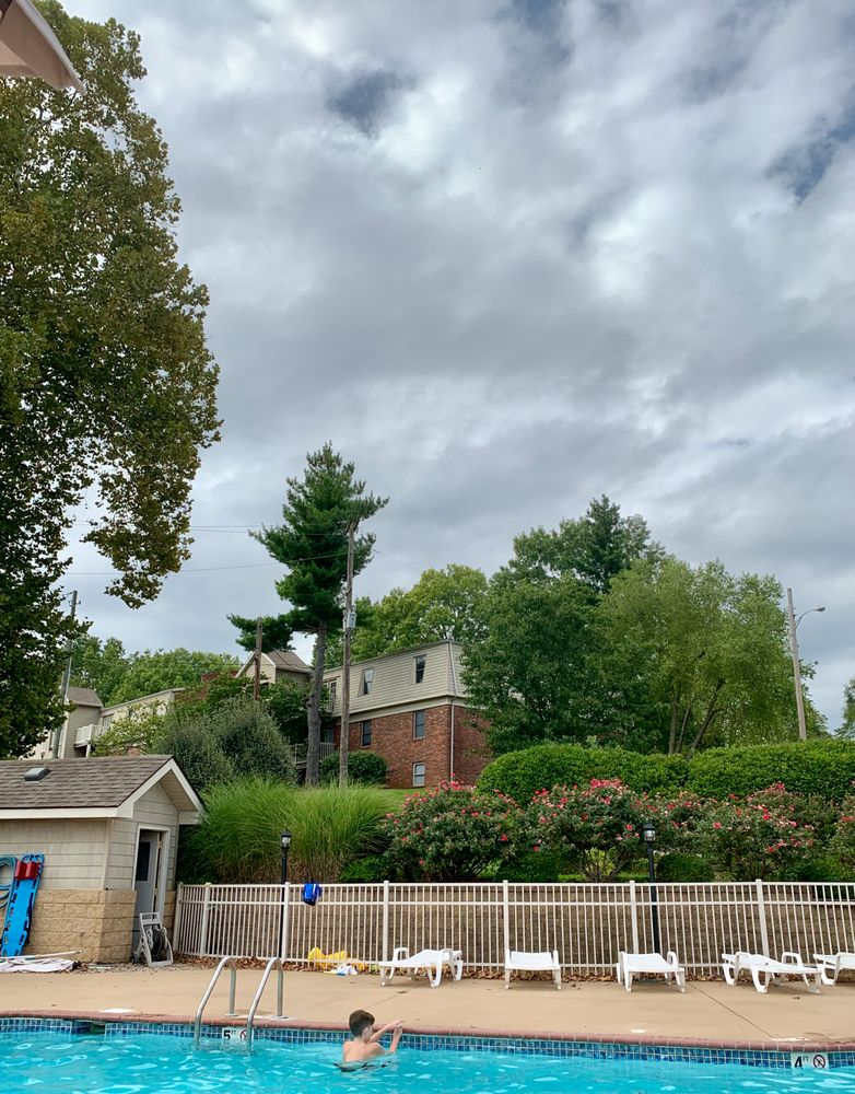 Park Lake Apartments: 7100 Leisure Ln, Louisville, KY