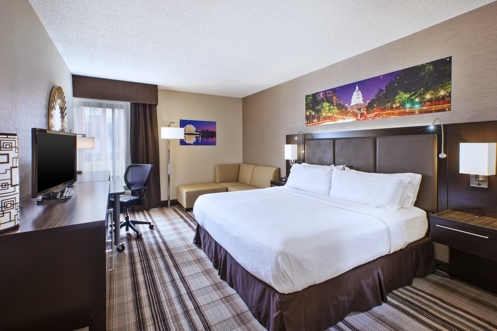 Holiday Inn Washington-Dulles Intl Airport: 45425 Holiday Dr, Sterling, VA