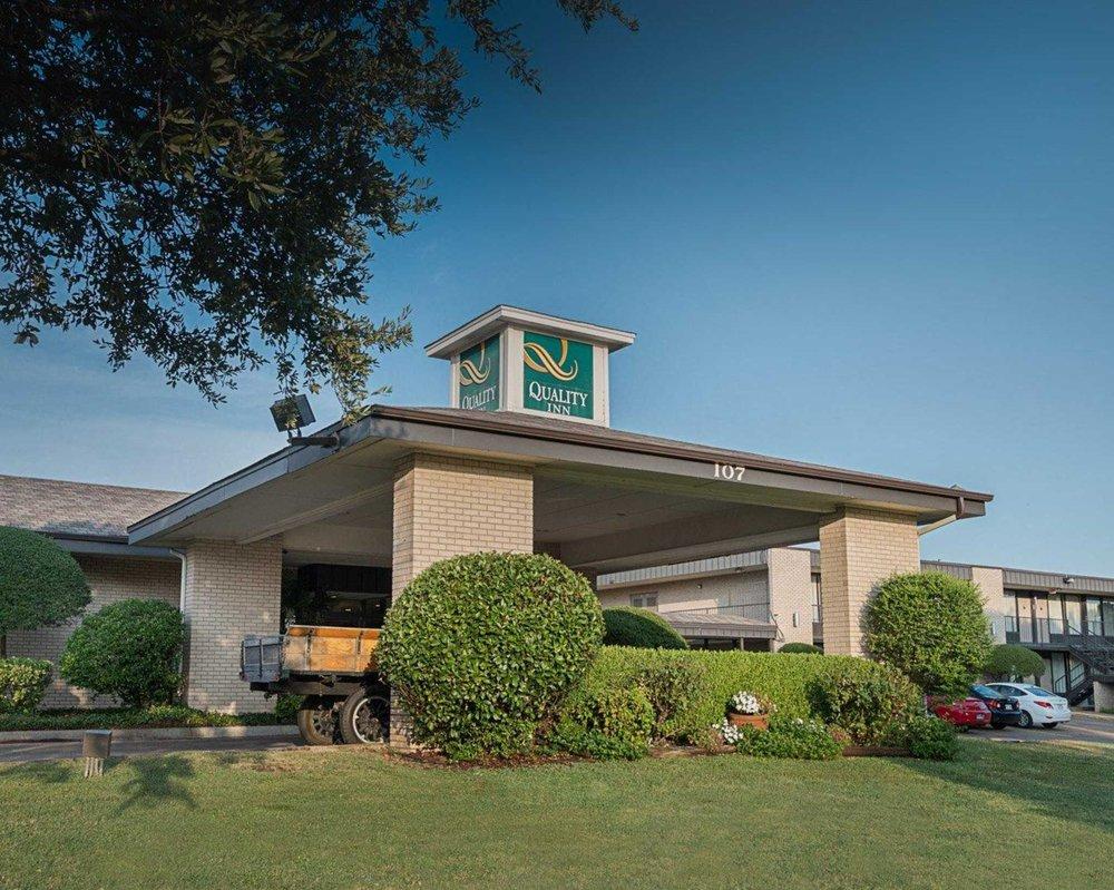 Quality Inn: 107 Chamber of Commerce Dr, Ennis, TX