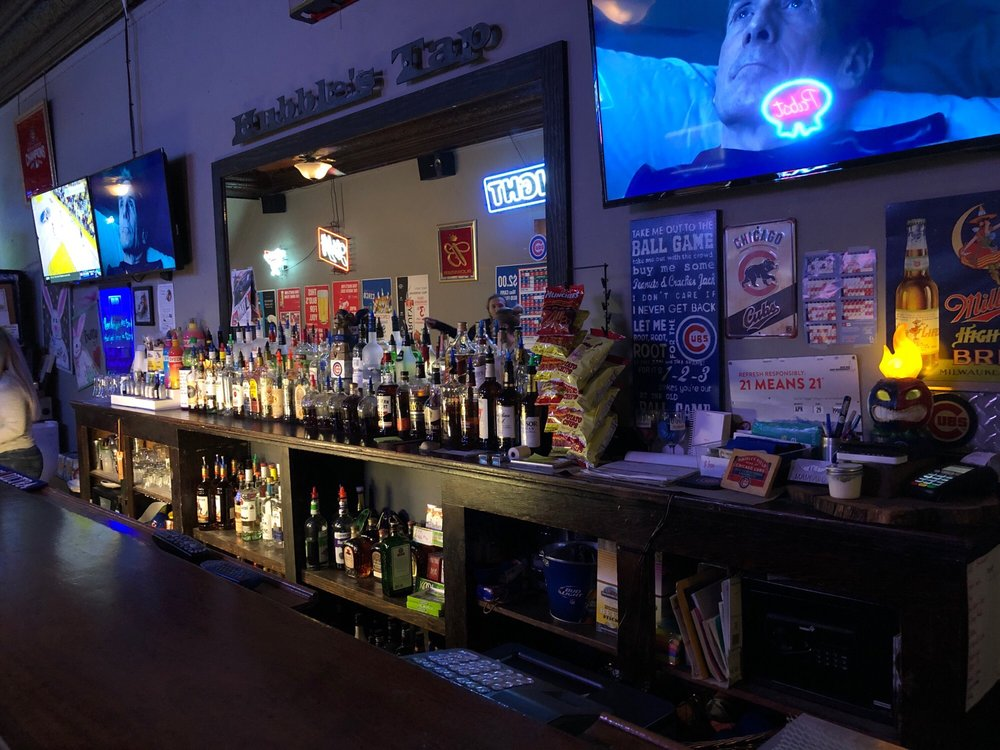 Hubble's Tap: 214 E 2nd St, Muscatine, IA