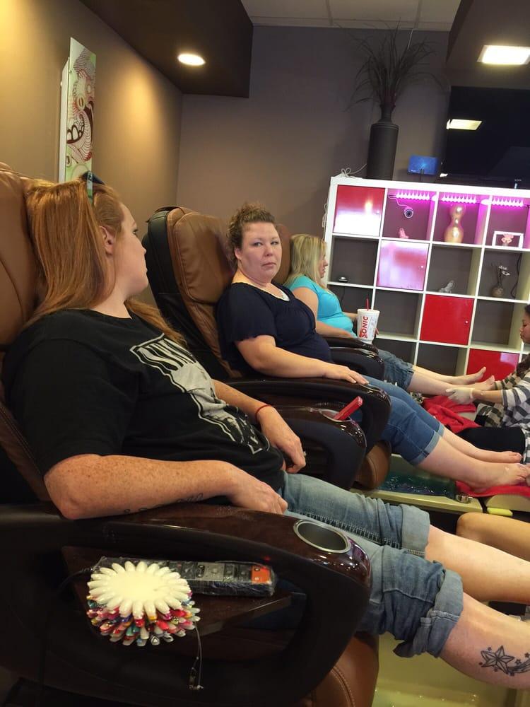 The Nail Lounge & Spa: 3876 N Woodlawn Blvd, Wichita, KS