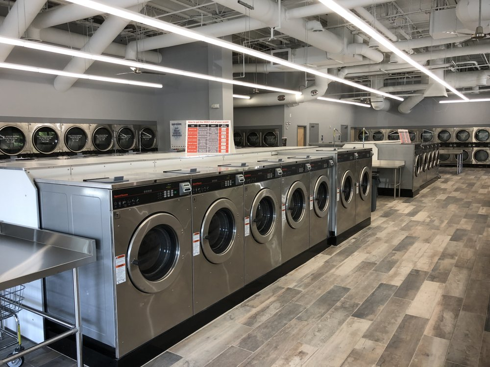 Huge New Laundromat With Many Sizes To Chose From 24