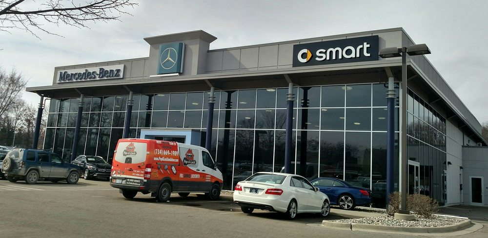 front of showroom mercedes dualed with smart yelp