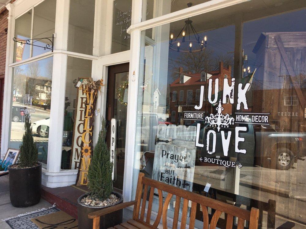 Junk Love: 311 Market St, Hermann, MO