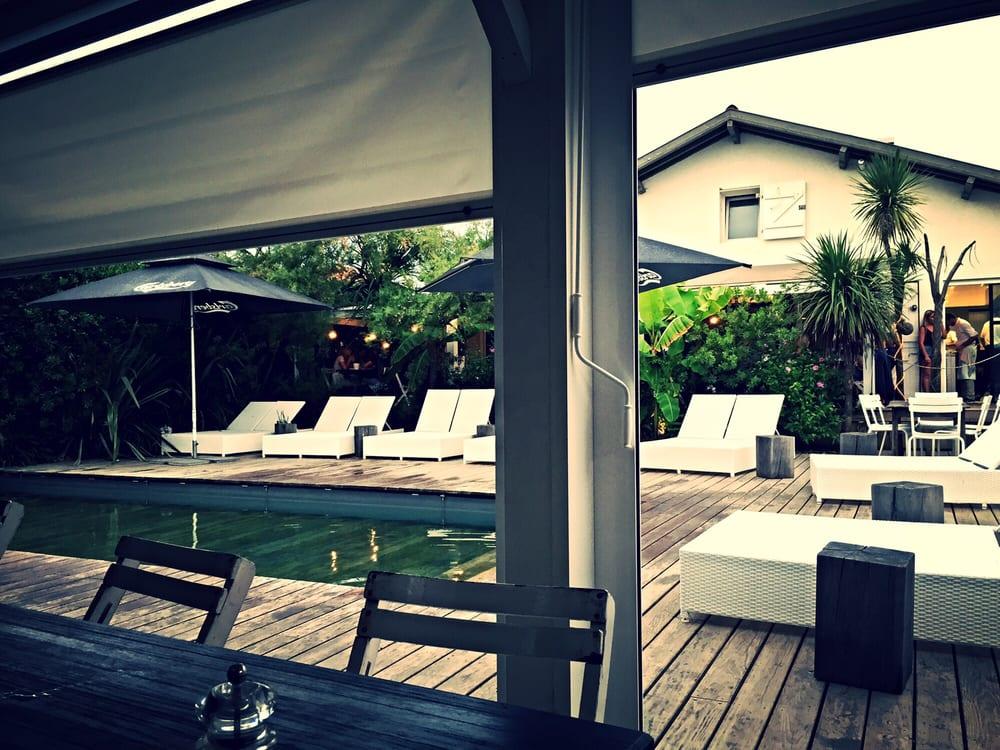 cadre au bord de la piscine yelp. Black Bedroom Furniture Sets. Home Design Ideas