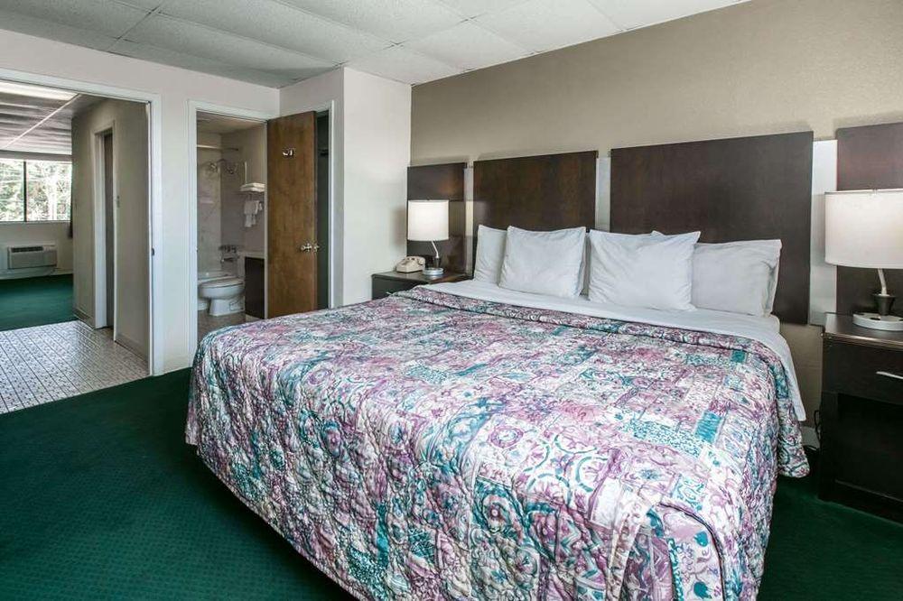 Knights Inn Longview: 3103 Estes Parkway, Longview, TX