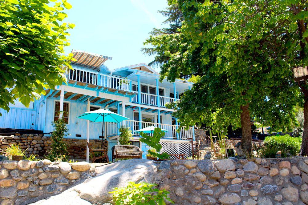 Rio Sierra Riverhouse: 41997 Sierra Dr, Three Rivers, CA