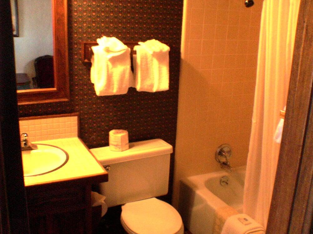 Sequim West Inn & Rv Park: 740 W Washington St, Sequim, WA