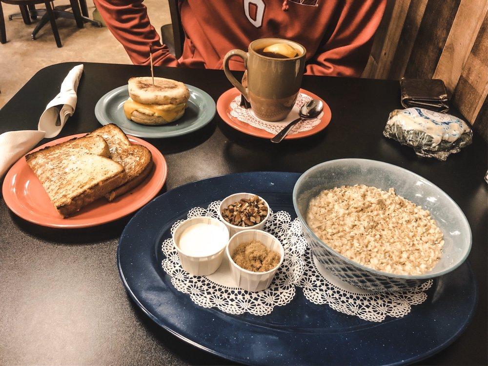 Lexie's Cafe: 11925 Old Glenn Hwy, Eagle River, AK