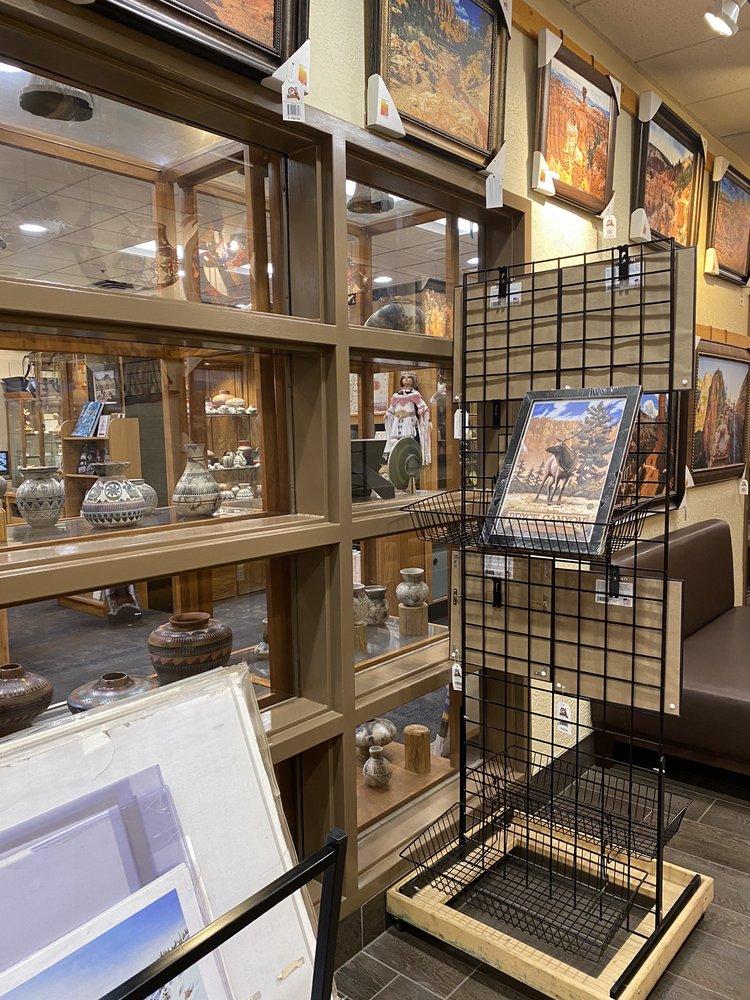 Ruby's Western Art Gallery: Highway 63, Bryce Canyon, UT