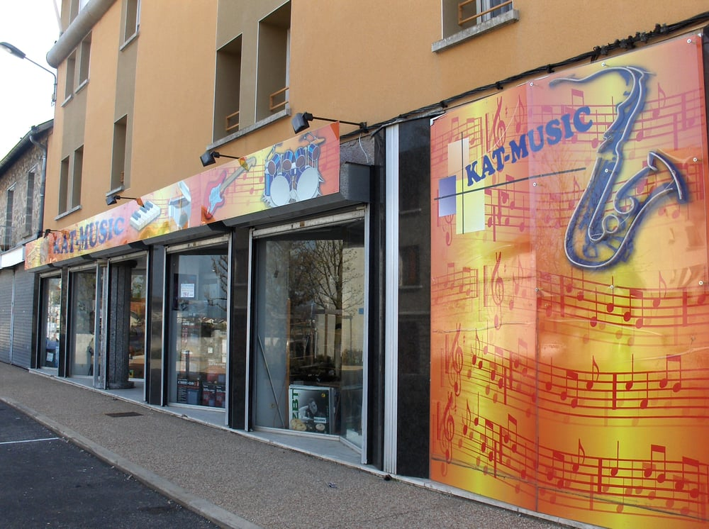 Kat music instruments et professeurs de musique place for Fenetre yssingeaux