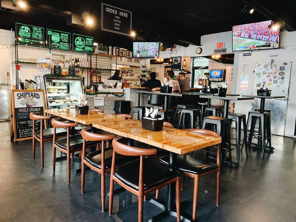 Aardvark Beverages: 2610 S Ferncreek Ave, Orlando, FL