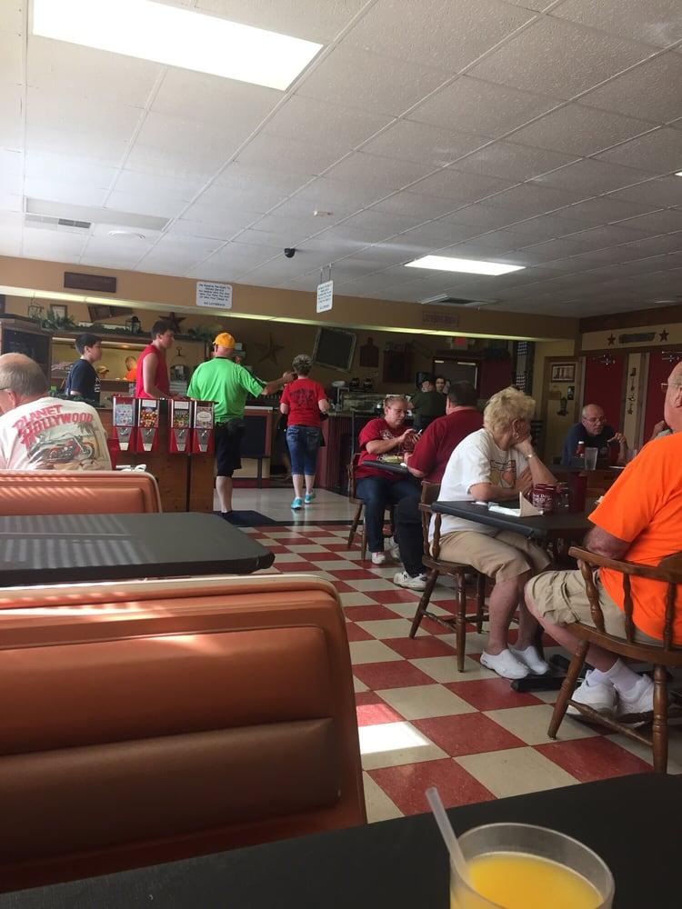 Royal Star Diner: 100 S 15th St, Sebring, OH