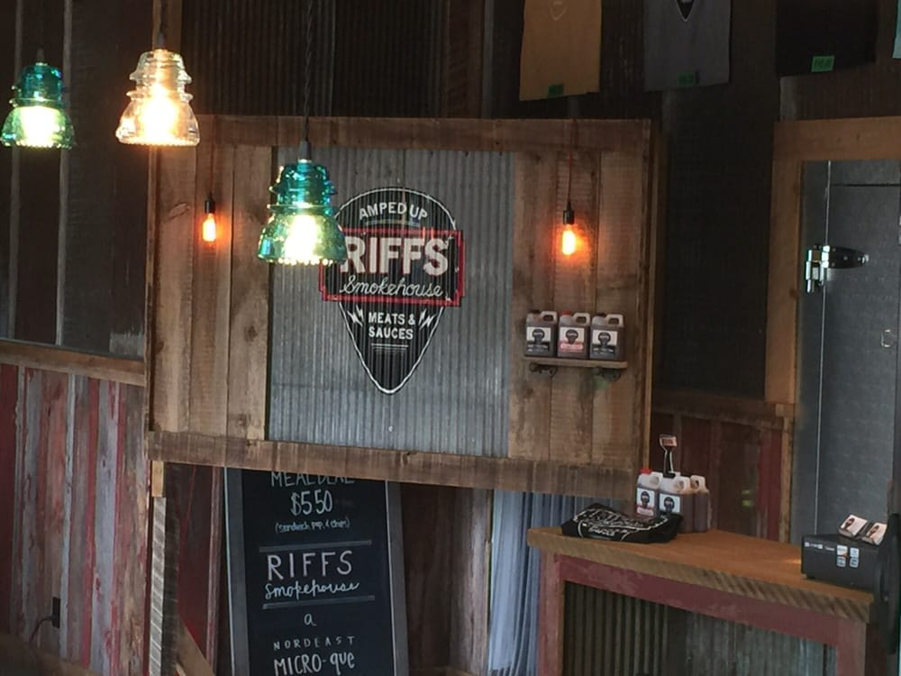 Riffs Smokehouse: 3134 California St NE, Minneapolis, MN