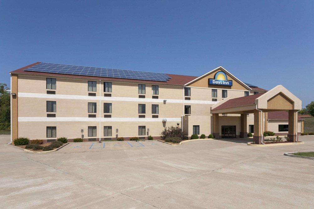 Days Inn by Wyndham Jefferson City: 2100 Jefferson Street, Jefferson City, MO
