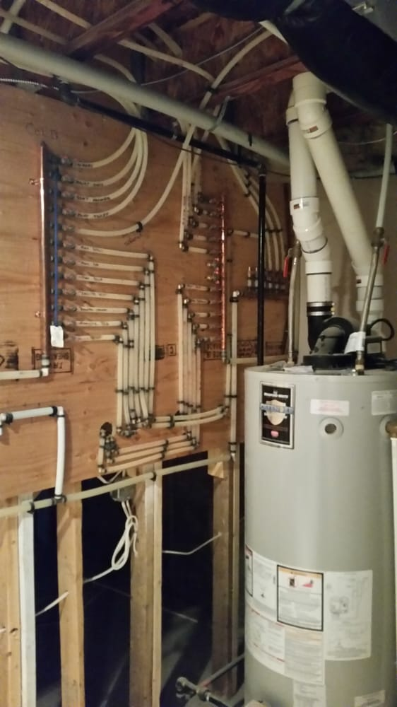 Homerun Domestic hot and cold water system with copper headers and