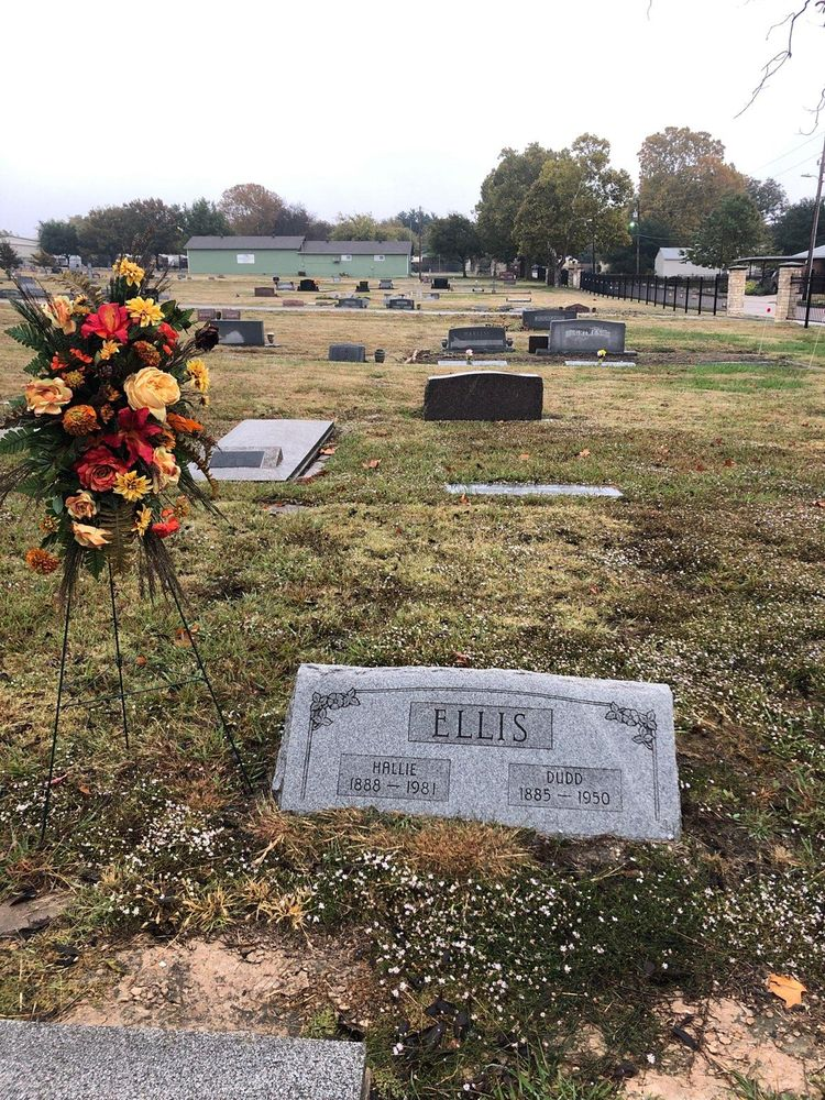 Carrie's Floral Creations: 101 Mckinney St, Farmersville, TX