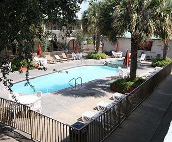 Family Garden Inn & Suites: 5830 San Bernardo Ave, Laredo, TX