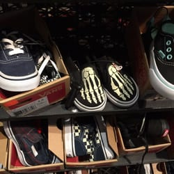 b50454e66b Vans Outlet - 28 Photos   32 Reviews - Shoe Stores - 681 Leavesley ...