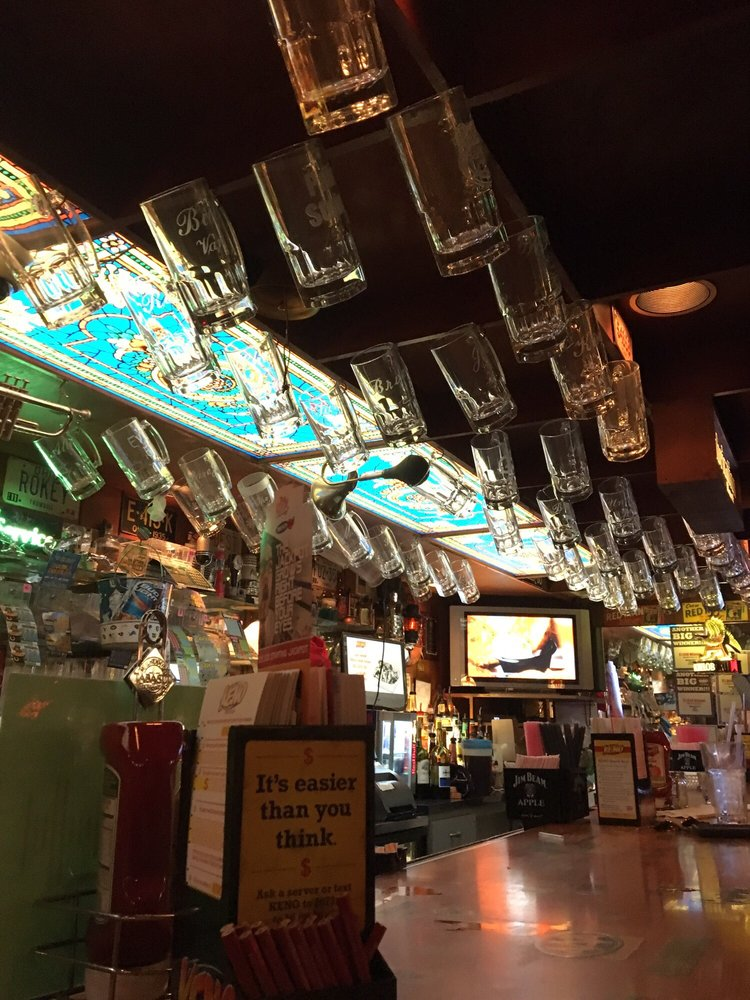 Gasoline Alley: 500 Vienna Ave, Niles, OH
