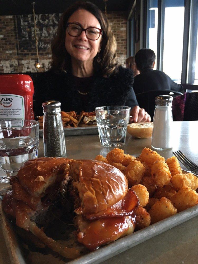 Tuggers  - Burger Bar & Ale House: 201 N Main St, Port Byron, IL
