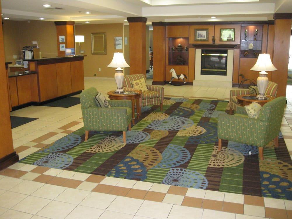 Holiday Inn Express Williamston: 1071 Cantle Ct, Williamston, NC