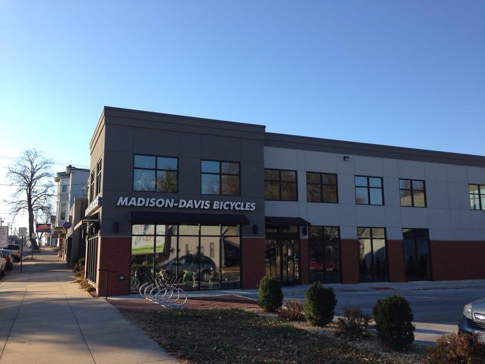 Madison & Davis Bicycle Shop: 912 S 8th St, Quincy, IL
