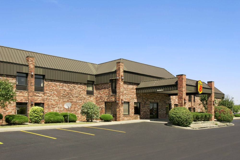 Super 8 by Wyndham Columbia City: 235 Frontage Road, Columbia City, IN
