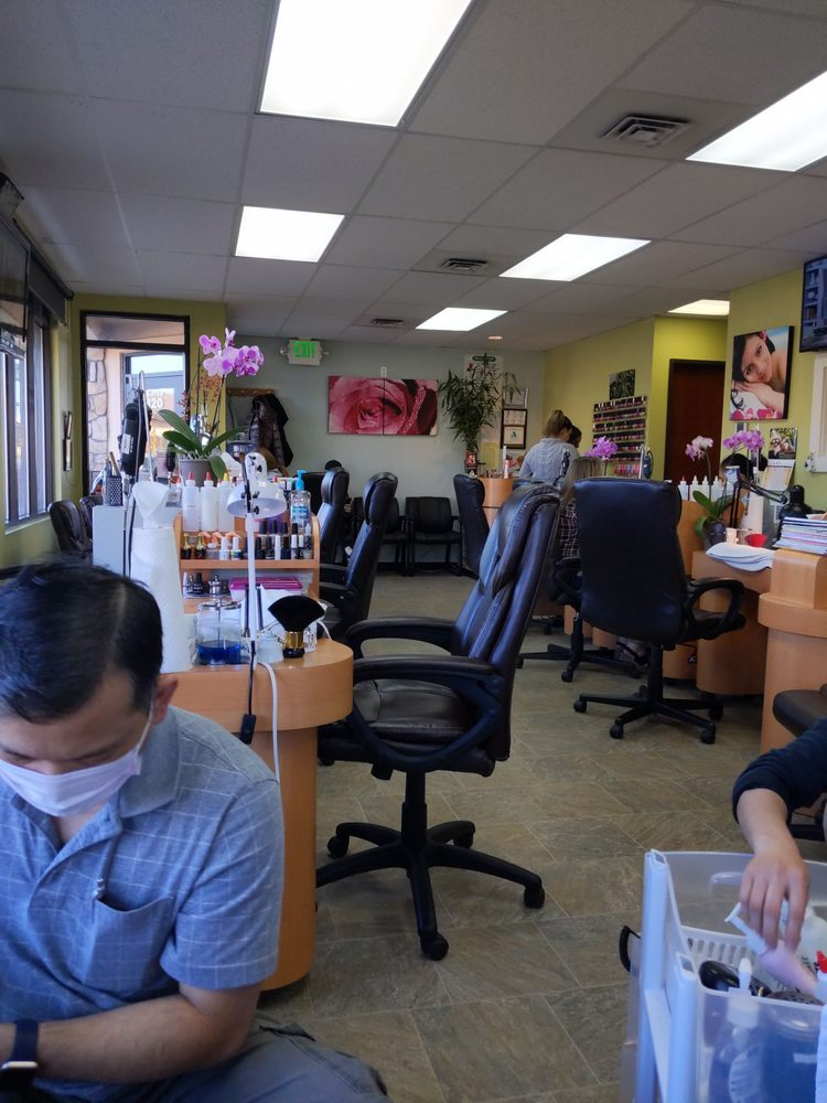 Deluxe Nail & Spa: 150 E Riverside Dt, Eagle, ID
