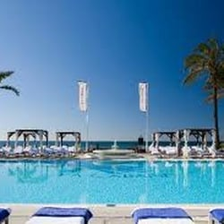 Club de playa la cabane hotels calle del jabal s n for Moises malaga